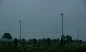 die Altmark ist flach und windreich, ideal also für Windräder (alt und neu!)