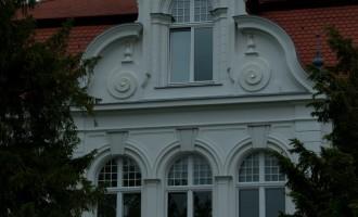 Tangermünde: mitten in der Ex-DDR-Industriezone steht dieses feudale Haus