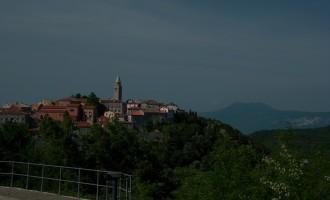 Labin: lebendige und aussichtige kleine Stadt