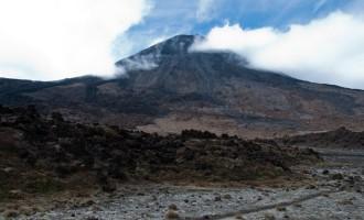 Mt. Ngauruhoe: letzter Lava-Ausbruch 1975!! (Nachtrag: Nach unserer Reise gab es neuerliche gesteigerte Aktivität)