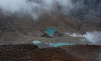 vom höchsten Punkt (neben Mt. Tongariro) sekundenweiser Blick auf die Emerald Lakes