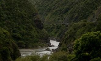 der Manawatu River schlängelt sich durch die Schlucht