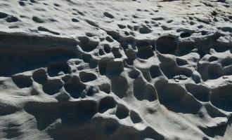 vom Wind ausgefräster Sandstein