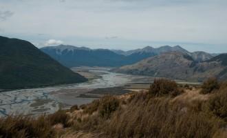 am Weihnachtstag: aussichtiger Bealey Spur Track, im Tal wieder der Waimak River