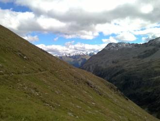 am Rudolf-Kauschka-Weg, mit Blick nach talauswärts (Leppleskofel in der Bildmitte)