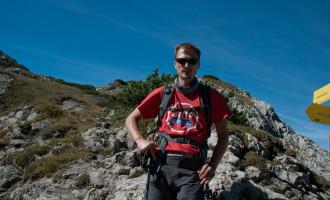 nach dem steilen Anstieg - Rainer behagt der aufkommende Wind gar nicht