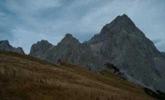 die hohen Schleierwolken sind schon die Vorboten des Wetterumsturzes (oberhalb des Sulzenhalses)