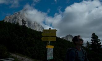 skeptischer Blick zum Rötelstein: dauert der Aufstieg zu lange? Ist er zu schwer für den ersten Tag?