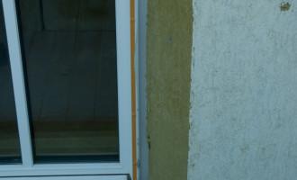 die Fensternischen ließen wir in einem Winkel von ca 30 Grad anschrägen - mehr Licht im Inneren