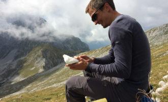 In der Sonne schmeckt es einfach besser - wohlverdiente Pause nach dem Scheiblingstein-Gipfel.