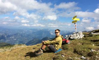 Rainer geniesst schon den Hochzinödl-Gipfel auf 2191 m.
