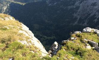Noch einmal der prominente Lugauer, im Tal liegt die Sulzkar-Alm im Schatten.