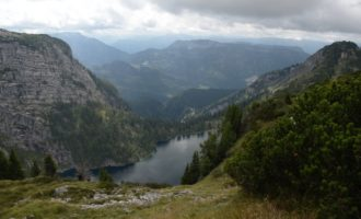 der Vordere Lahngangsee im Tiefblick