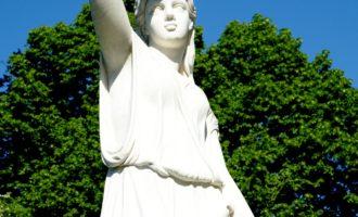 Flora-Statue