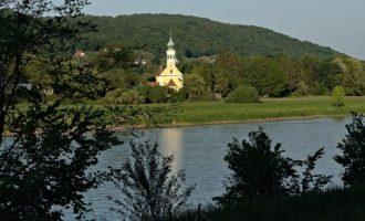 Die Kirche Maria am Wasser in Hosterwitz (Burkhards Orgel-Spielstätte)