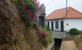 auf halbem Weg zwischen Prazeres und Faja da Ovelha