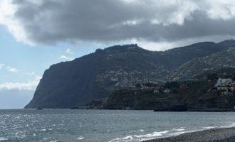 Blick von unserem Strand in Piornais nach Camara do Lobos