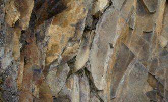 Basalt am Wegesrand