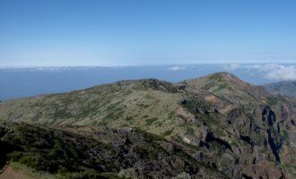 der Ausläufer der Gebirgskette (Pico do Cedro)