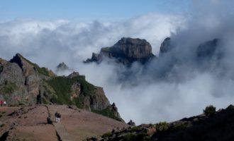 unser Weg führt über den Pico do Gato (Mitte) zum Pico das Torres (rechts)