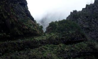 Wegführung in der Steilwand (gut gesichert!)