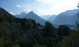 morgendlicher Blick von Zavrzelno aus auf den Vrh Ovcje Planje