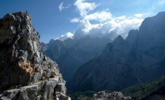 Rundblick vom Vrsic-Pass ins Prisojnik-Massiv